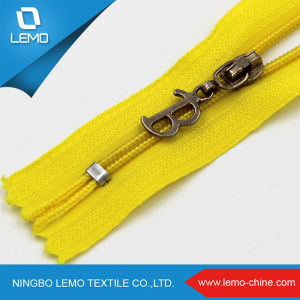 Separating Types of Canada Nylon Zippers for Bag pictures & photos