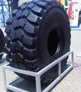 Tires for Komatsu HD325 Mining Dump Truck pictures & photos
