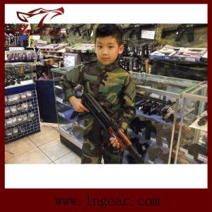 Tactical Us Army Military Camouflage Uniform for Children Woodland Camo pictures & photos