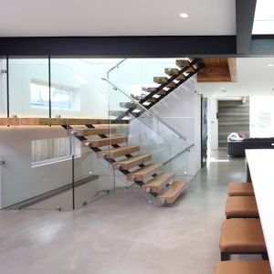 Modern Design Wooden Straight Staircase with Tempered Glass Balustrade pictures & photos