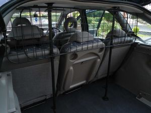 China Universal Deluxe Car Dog Guard Mesh Grill Fits Most Cars