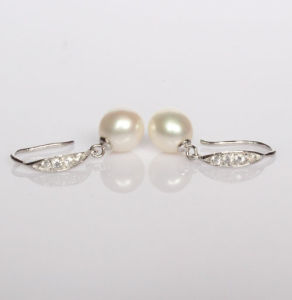 925 Silver Cultured Pearl Drop Earrrings pictures & photos