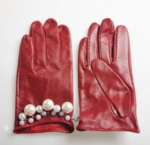 Lady Fashion Goatskin Leather Driving Gloves with Pearls (YKY5087-2) pictures & photos