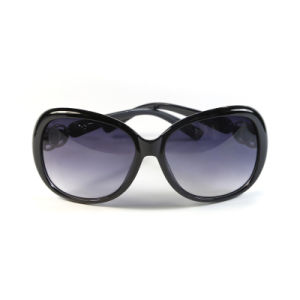 Wholesale Latest Fashion Eyewear Women Plastic Sunglass