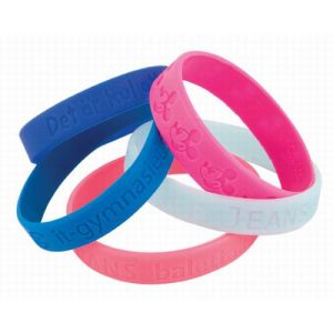 Fashion Pink Debossed Customize Silicone Bracelet pictures & photos