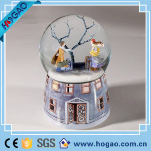 Resin Romantic Lovers Snow Globe for Home Decoration pictures & photos