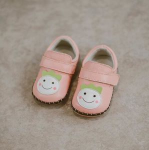 Soft Sole Baby Leather Shoes Infant Toddler First Walker (AKBS30) pictures & photos