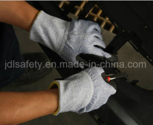 18 Gauge Anti-Cut Work Glove with Sandy Nitrile Coated (K8088-18) pictures & photos