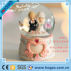 Prince Charming and Cinderella Wedding Snow Globe pictures & photos