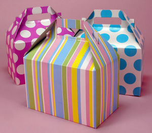 Empty Colored Gable Gift Boxes for Sweets (PB-080) pictures & photos