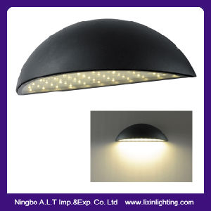 IP54 Exterior LED Wall Lamp in Design of Half Moon SMD pictures & photos