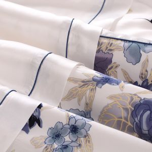 Taihu Snow Oeko High Quality Silk Big Flower Printing Bedding Set pictures & photos