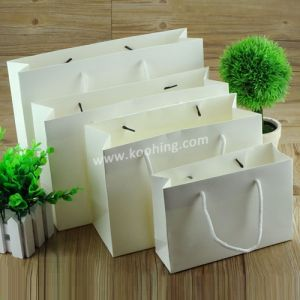 White Kraft Paper Shopping Bag with Twisted String pictures & photos