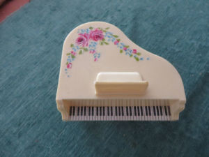"""Grand Piano Bank"" MFG. by Plastic Masters, Bank pictures & photos"