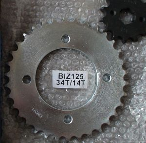 Motorcycle Sprocket-BIZ125-34T/14T pictures & photos