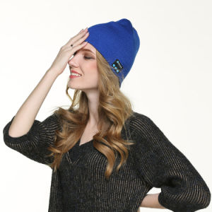 2016 Bluetooth Beanie Warm Soft Winter Knitted Hat with Wireless Headphone pictures & photos