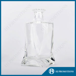 750ml High Clear Customized Whisky Glass Bottle (HJ-GYTN-C04) pictures & photos