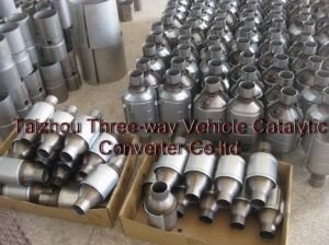 Auto Universal Type Catalytic Converter with O2 Sensor --Hot Sale pictures & photos