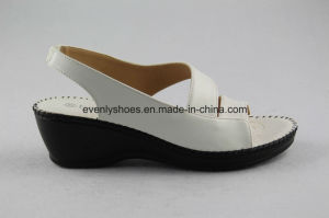 Platform White PU Sandal Women Shoes for Summer pictures & photos