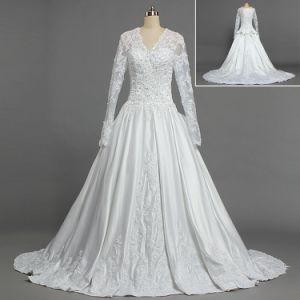 China W322 Royal Train Satin Lace Muslim Long Sleeve Bridal