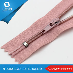 Zipper Factory High Quality Silver Teeth Nylon Zipper for Jacket pictures & photos