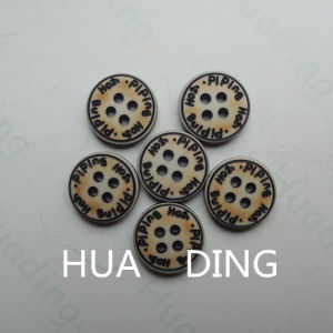4-Hole Hot Sale Plastic Sewing Button for Garement (HD1015-15) pictures & photos