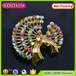 China Handmade Crystal Flower Shape Wedding Invitation Brooch
