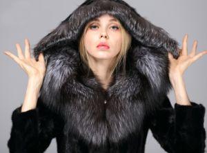 8ff472a02 Women′s Mink Fur Coat with Large Silver Fox Fur Hood Winter Garment (M1398)