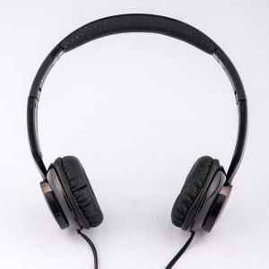 Black Cheap Headphone China High Quality Computer Headphone pictures & photos