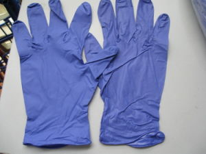Nitrile Examination Gloves Dark Purple Color pictures & photos