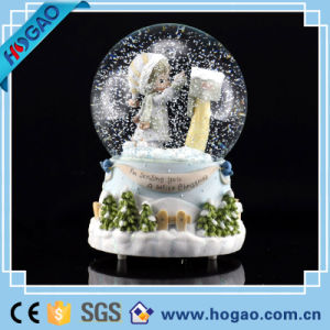 2015 Christmas Decoration Gift Resin Water Globe pictures & photos