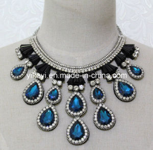 Lady Fashion Costume Jewelry Waterdrop Glass Crystal Pendant Necklace (JE0206) pictures & photos