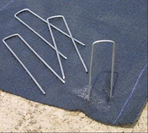 Cheap Galvanized U Ground Cloth SOD Staples pictures & photos