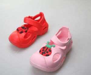 OEM Most Popular Children′s Clogs pictures & photos