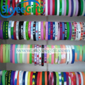 2017 Factory Pulsera De Silicona Custom Silicone Rubber Wristband pictures & photos