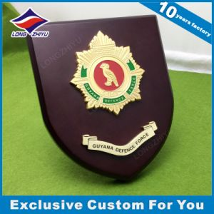 High Quality Personalized Wood Shield Plaque pictures & photos
