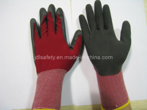 18g Nylon Work Glove with Black Sandy Latex Coating (L3016) pictures & photos