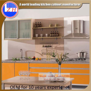 Wooden Modular Lacqrue Kitchen Cabinets with Glossy Doors (customzied) pictures & photos