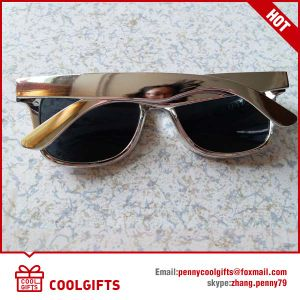 Fashion Cheap Silver Sunglasses with Engrave Logo for Promotion Gift pictures & photos