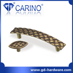 Brass Classic Furniture Hardware Kitchen Cabinet Handles and Knobs (GDC0249) pictures & photos