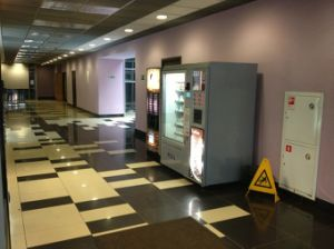 LV-X01 Snack/Cold Drink and Coffee Vending Machine pictures & photos