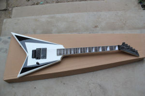Hanhai Music/Flying V White Electric Guitar with Black Hardware pictures & photos