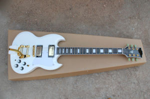 Hanhai Music/White Sg Style Electric Guitar with Tremolo System pictures & photos
