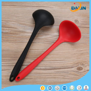 FDA Grade Baby Feeding Spoon Silicone Soft Training Spoon for Kitchen pictures & photos