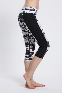 Digital All Over Printing Capris Pants Black White Yoga Leggings with Custom Logo pictures & photos