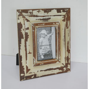 Distressed Wooden Photo Frame Fro Home Deco pictures & photos