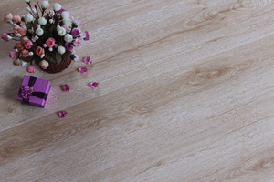 8mm Crystal Surface Wooden Laminated Flooring AC4 (5805#)