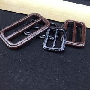 China High Quality Wholesale Real/PU Leather Buckle pictures & photos