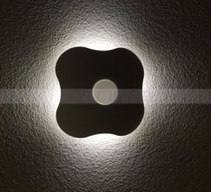 Clover Night Motion Sensor Wall Light LED Lighting Bedroom Induction Lamp pictures & photos