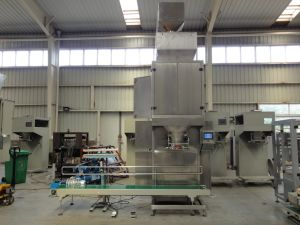 Pet Food Filling Weighing Bagging Machine pictures & photos